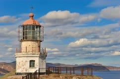 Seelandschaft mit einem Leuchtturm. Stockbilder