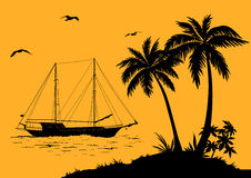 Seelandschaft mit Palmen und Schiffs-Schattenbildern Stockbild