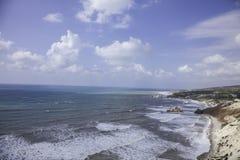 Seelandschaft nahe Aphroditefelsen lizenzfreies stockfoto