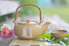Seelenfrieden mit Teekanne Lizenzfreie Stockfotos