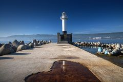 Seeleuchtturm bei Sonnenaufgang in Varna, Bulgarien lizenzfreie stockbilder