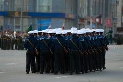 Seeleute auf Parade Lizenzfreie Stockfotos