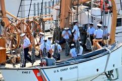 Seeleute auf USCGC Eagel Lizenzfreies Stockfoto