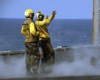 Seeleute bei der Arbeit Stockfotos
