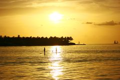 Seeleute im Sonnenuntergang Stockfoto