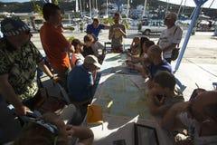 Seeleute nehmen an der Segelnregatta 11. Ellada 2014 teil Stockfoto