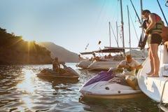 Seeleute nimmt am SegelnRegatta teil Lizenzfreies Stockfoto