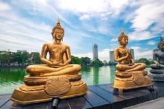 Seema Malaka Temple i Colombo placeras på Beira sjön Arkivfoton