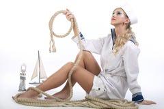 Seemann-Mädchen mit Seil Stockfoto