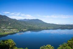 Seen Buyan und Tamblingan - Bali-Insel Indonesien - Naturreisehintergrund lizenzfreies stockbild