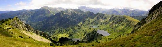 Seen und Gipfel in den Pyrenäen Stockbilder