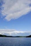 Seen und Himmel Lizenzfreie Stockfotos