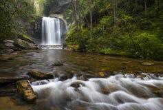 Seende exponeringsglas faller norr Carolina Blue Ridge Parkway Appalachian vattenfall Arkivbild