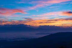 Seenebel und bunter Himmel Stockbild