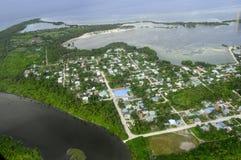 Seenu Hithadhoo Fresh Water Lake schloss an Salz-Ozean in Malediven an Stockbild