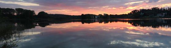Seeon y claustro del lago en la puesta del sol, tamaño del panorama Fotografía de archivo libre de regalías