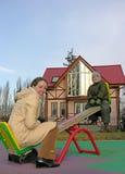 seesaw οικογενειακών κατοι&ka στοκ εικόνες