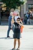 Seeschäfer, der gegen Gemetzelversuchswalfestnahme von protestiert Stockfotos