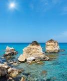 Seestrand Spiaggia-della Punticeddha, Salento, Italien Stockbild