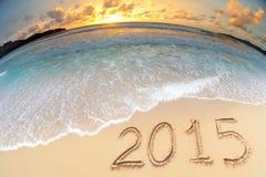 Seestrandsonnenuntergang schoss mit 2015 Stellen des neuen Jahres Lizenzfreie Stockbilder