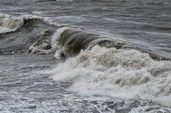Seesturm auf dem Ufer Stockfoto