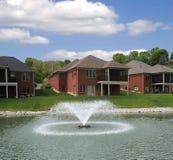 Seeufer Landominium Häuser Stockfoto
