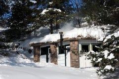 Seeufersauna im Winter Lizenzfreie Stockfotos