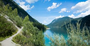 Seeuferwanderweg achensee, schöne Tirol-Landschaft Lizenzfreies Stockbild