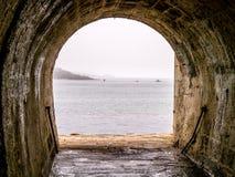 Seewärtser gerichtet Ladentunnel zu verpflegendem Yard Stockbilder