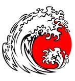 Seewelle und rote Sonne Stockfotos