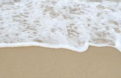Seewelle und sandiges morgens Stockfoto