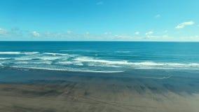 Seewelle und -strand stock video footage