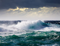 Seewelle während des Sturms lizenzfreies stockfoto