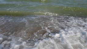 Seewellen-Sommerzeitlupe stock video