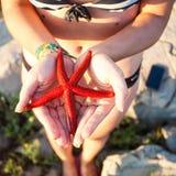 Seewelt in ihren Händen Lizenzfreies Stockbild