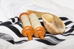 Sefer Torah (библия), с шофаром Стоковые Изображения