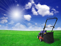 Segadeira de gramado, campo verde Fotos de Stock