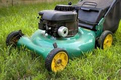 Segadeira de gramado verde fotografia de stock