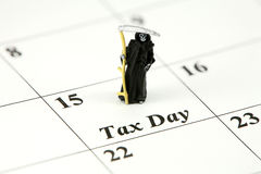 Segador severo el día del impuesto Imagen de archivo libre de regalías