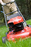 Segando o gramado Fotografia de Stock Royalty Free