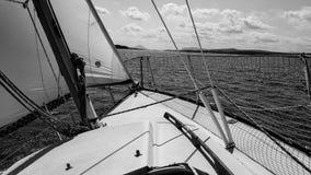 Segel-Boot auf See Lizenzfreies Stockbild