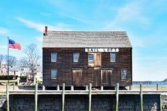 Segel-Dachboden-Lager auf Pier in Salem Massachusetts lizenzfreie stockfotografie
