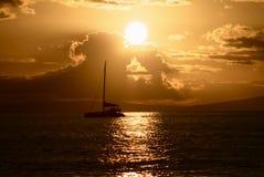 Segel am Sonnenuntergang stockbild