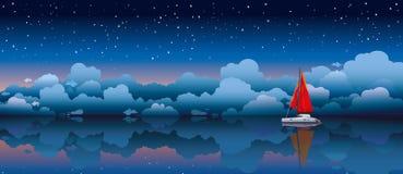 Segelbåt i ett hav och en natthimmel Arkivfoto