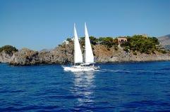 Segelbåt i vinden Royaltyfri Foto