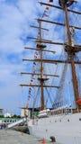 Segelbåt med signalflaggor Royaltyfria Bilder