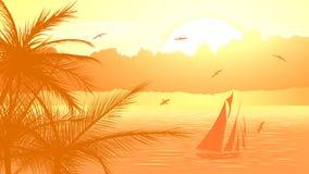 Segelbåt mot gul solnedgång. Royaltyfri Fotografi
