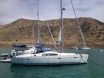 Segelbåt på hav Royaltyfri Fotografi