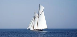 Segelbåt på havet Royaltyfri Bild