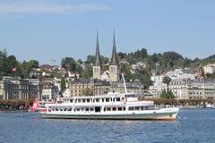 Segelbåt på sjön Lucerne Royaltyfri Fotografi
